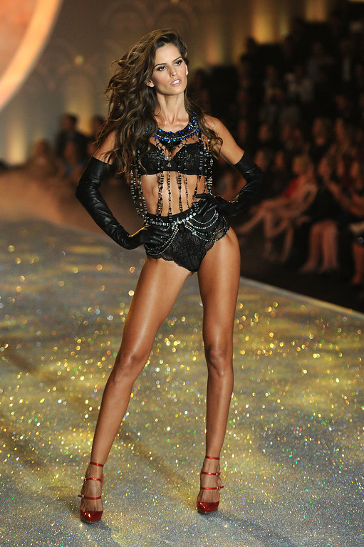 . Model Izabel Goulart walks the runway at the 2013 Victoria\'s Secret Fashion Show at Lexington Avenue Armory on November 13, 2013 in New York City.  (Photo by Jamie McCarthy/Getty Images)