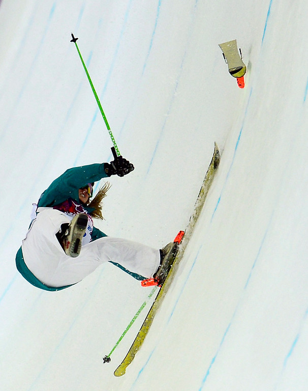 . Australia\'s Amy Sheehan crashes the Women\'s Freestyle Skiing Halfpipe finals at the Rosa Khutor Extreme Park during the Sochi Winter Olympics on February 20, 2014.     AFP PHOTO / JAVIER SORIANO/AFP/Getty Images