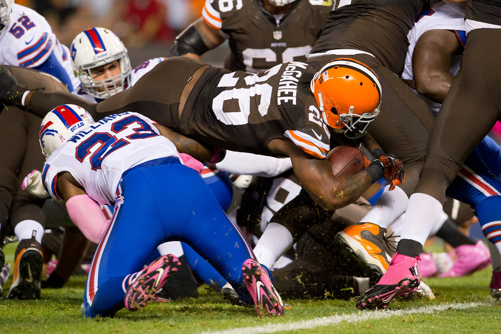 . CLEVELAND, OH - OCTOBER 03: Running back Willis McGahee #26 of the Cleveland Browns dives in for a touch down during the first half against the Buffalo Bills at FirstEnergy Stadium on October 3, 2013 in Cleveland, Ohio. (Photo by Jason Miller/Getty Images)