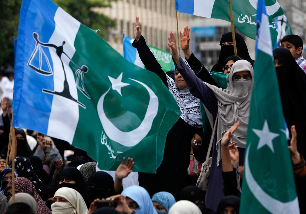 . Women supporters of political and religious party Jamat-e-Islami chant slogans after boycotting the elections in Karachi May 11, 2013. A string of militant attacks cast a long shadow over Pakistan\'s general election on Saturday, but millions still turned out to vote in a landmark test of the troubled country\'s democracy. REUTERS/Akhtar Soomro