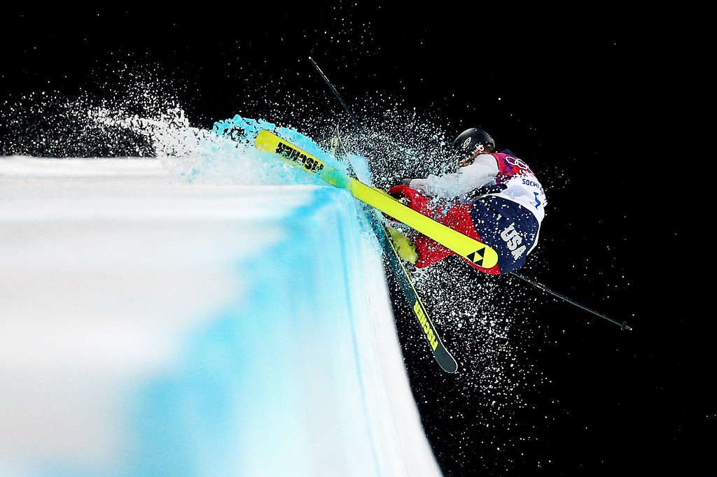 . Annalisa Drew of the United States crashes in the Freestyle Skiing Ladies\' Ski Halfpipe Finals on day thirteen of the 2014 Winter Olympics at Rosa Khutor Extreme Park on February 20, 2014 in Sochi, Russia.  (Photo by Cameron Spencer/Getty Images)