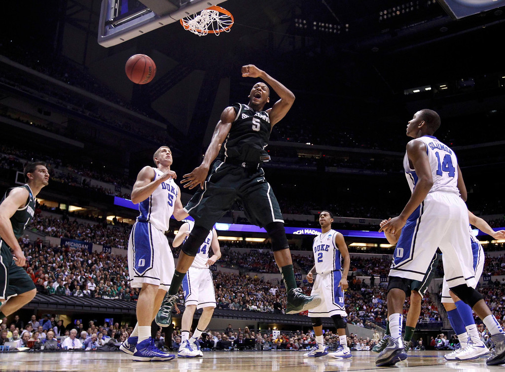. Michigan State Spartans forward Adreian Payne (5) slam dunks past Duke Blue Devils forward Mason Plumlee (5) during their Midwest Regional NCAA men\'s basketball game in Indianapolis, Indiana, March 29, 2013. REUTERS/Jeff Haynes