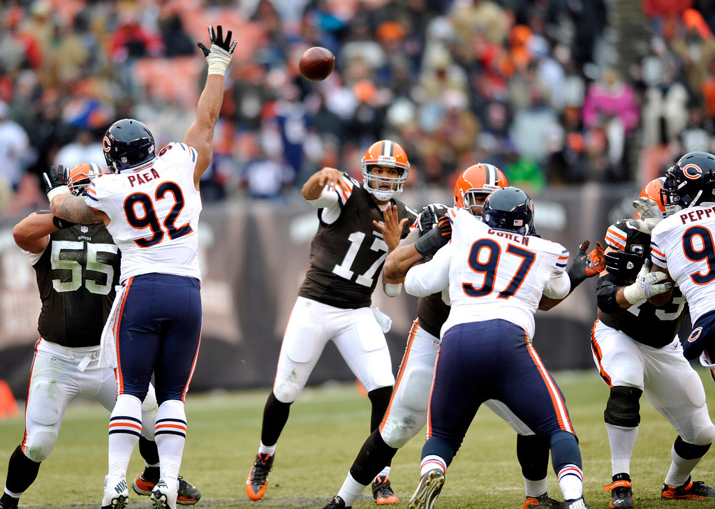 . Cleveland Browns quarterback Jason Campbell (17) passes against the Chicago Bears in the third quarter of an NFL football game, Sunday, Dec. 15, 2013, in Cleveland. (AP Photo/David Richard)