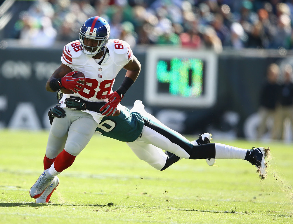 . Hakeem Nicks #88 of the New York Giants is tackled by   Cary Williams #26 of the Philadelphia Eagles  during their game at Lincoln Financial Field on October 27, 2013 in Philadelphia, Pennsylvania.  (Photo by Al Bello/Getty Images)