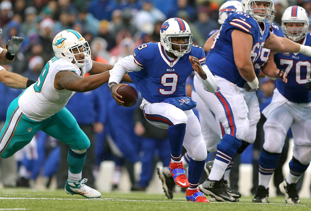 . Thad Lewis #9 of the Buffalo Bills carries the ball for a gain during NFL game action against the Miami Dolphins at Ralph Wilson Stadium on December 22, 2013 in Orchard Park, New York. (Photo by Tom Szczerbowski/Getty Images)