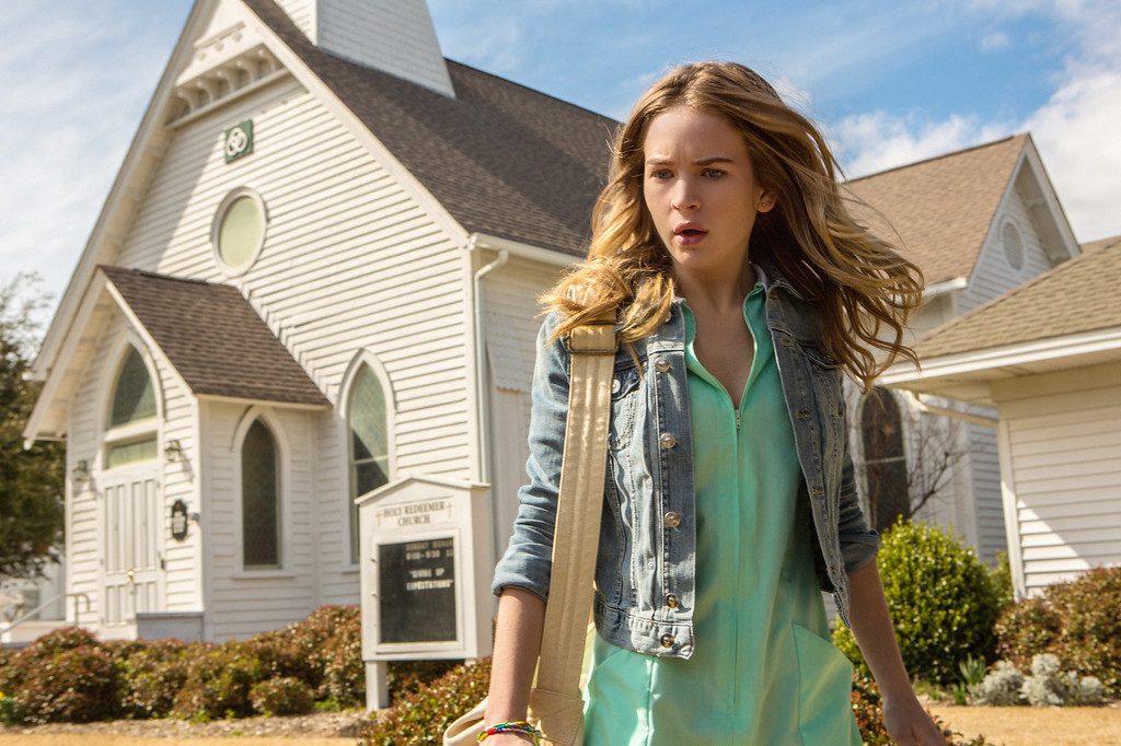 . Pilot - Angie (Britt Robertson) and the residents of Chester\'s Mill find themselves suddenly and inexplicably sealed off from the rest of the world by a massive transparent dome, on UNDER THE DOME premiering Monday, June 24 (10:00-11:00 PM, ET/PT) on the CBS Television Network.   UNDER THE DOME is based on Stephen King\'s bestselling novel. Photo: Michael Tackett/©2013 CBS Broadcasting Inc. All Rights Reserved.