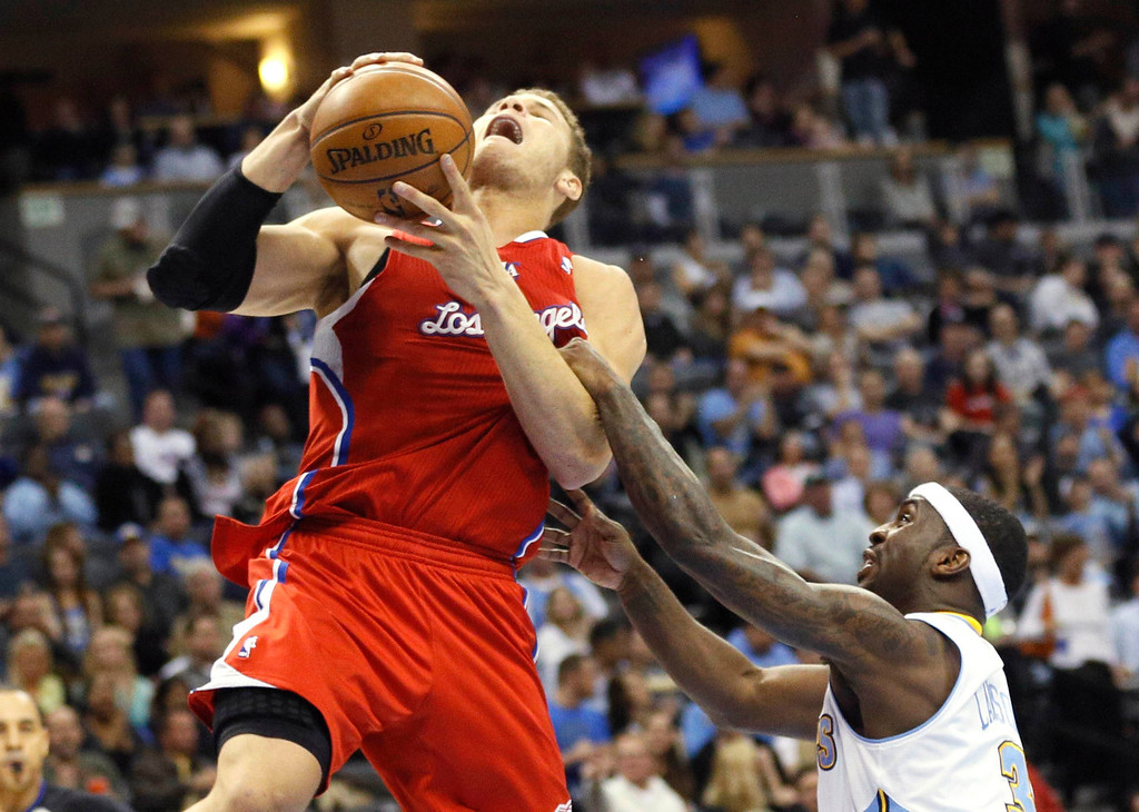 . Denver Nuggets\' Ty Lawson (R) intentionally fouls Los Angeles Clippers\' Blake Griffin in their NBA basketball game in Denver March 7, 2013. REUTERS/Rick Wilking