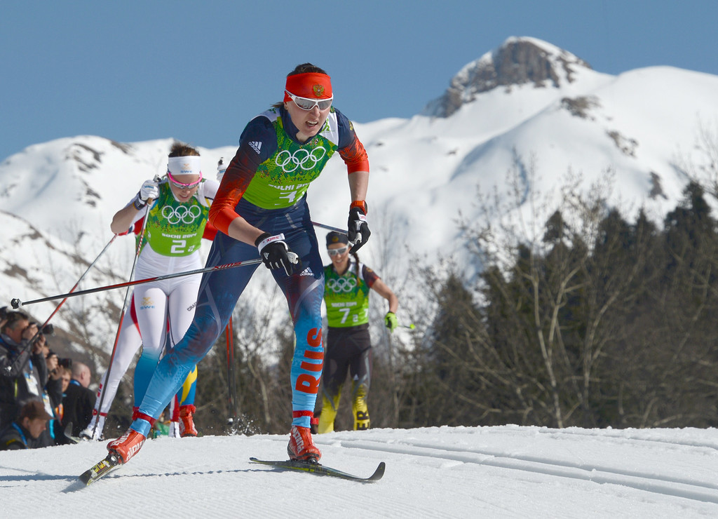 . Russia\'s Olga Kuziukova (3-2), Sweden\'s Emma Wiken (2-2) and Germany\'s Stefanie Boehler (7-2) compete in the Women\'s Cross-Country Skiing 4x5km Relay at the Laura Cross-Country Ski and Biathlon Center during the Sochi Winter Olympics on February 15, 2014, in Rosa Kuthor, near Sochi. KIRILL KUDRYAVTSEV/AFP/Getty Images