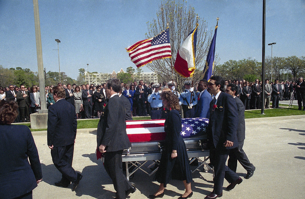 . Pallbearers wheel the flag draped casket of Alcohol, Tobacco and Firearms agent Steve Willis out of the Second Baptist Church after a service Federal officials continue the standoff with the Branch Davidian religious group into its seventh day in Houston, Texas on Saturday, March 6, 1993. (AP Photo/Tim Johnson)