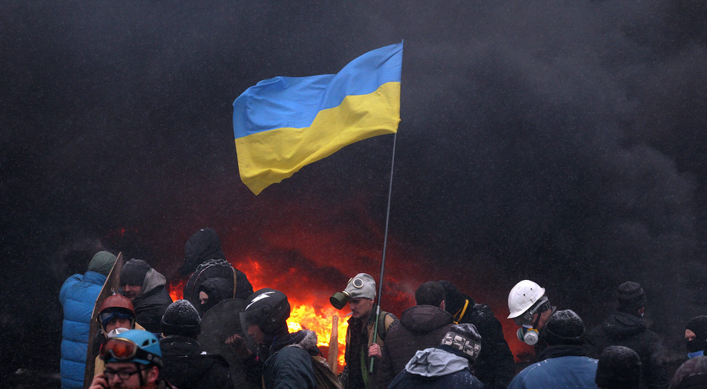 . Protesters wave the Ukrainian flag during an anti-government protest in downtown Kiev, Ukraine, 22 January 2014.  EPA/ZURAB KURTSIKIDZE