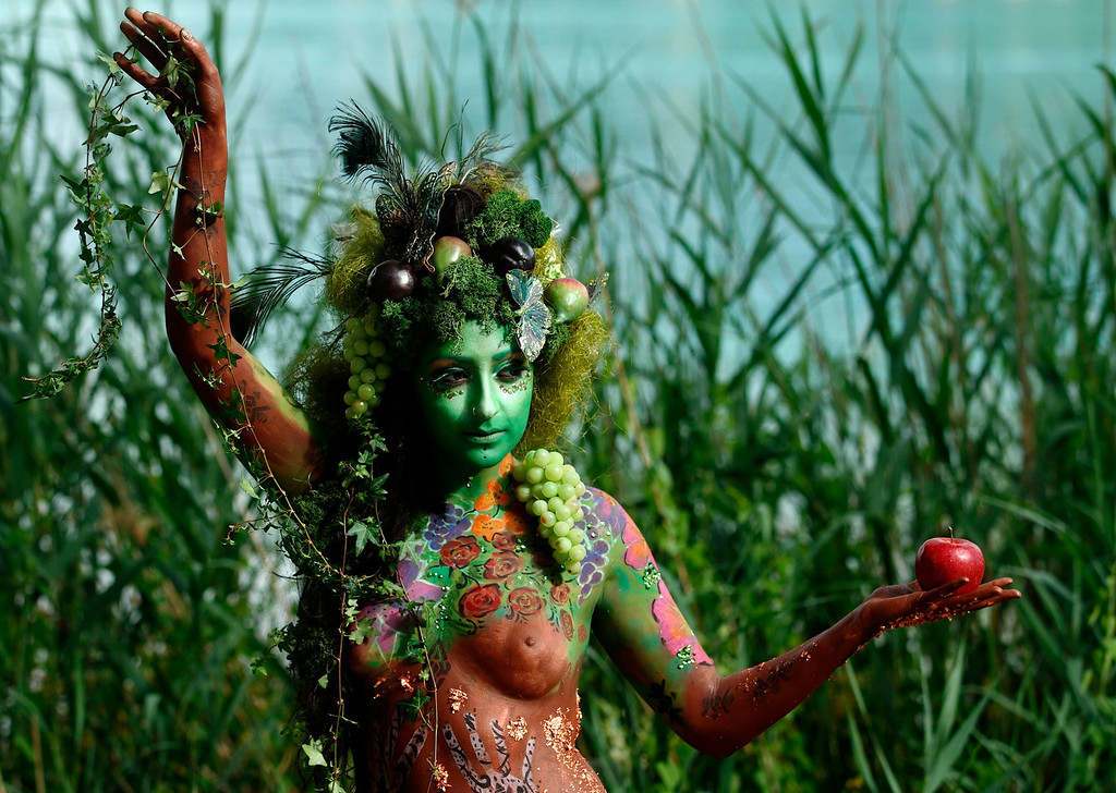 . A model poses during the annual World Bodypainting Festival in Poertschach July 5, 2013. The world\'s biggest bodypainting event takes place from July 5 to 7 at lake Woerthersee in Austria\'s southern Carinthia province. REUTERS/Heinz-Peter Bader  (
