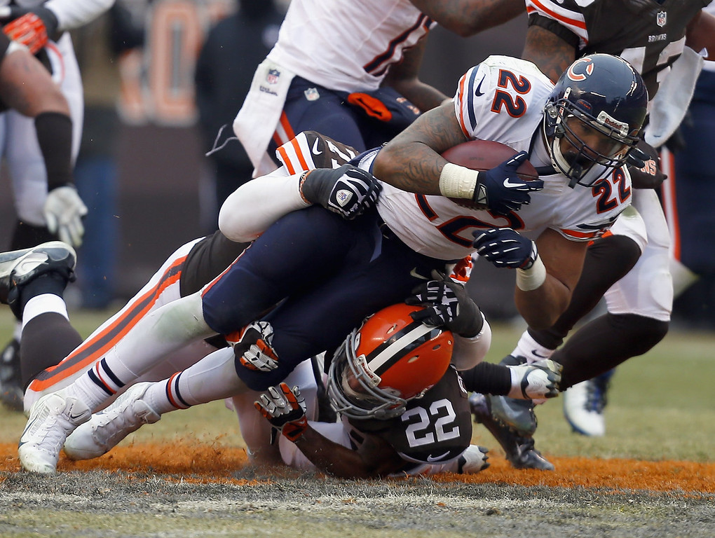 . Running back Matt Forte #22 of the Chicago Bears dives for yardage over defensive back Buster Skrine #22 of the Cleveland Browns at FirstEnergy Stadium on December 15, 2013 in Cleveland, Ohio.  (Photo by Matt Sullivan/Getty Images)