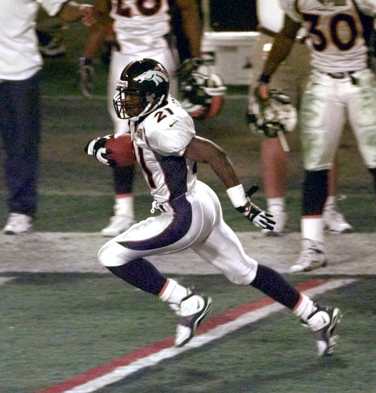 . Denver Broncos cornerback Darrien Gordon (21) runs with the ball after intercepting a pass thrown by Atlanta Falcons quarterback Chris Chandler in the third quarter of Super Bowl XXXIII in Miami, Sunday, Jan. 31, 1999.  The Broncos beat the Falcons 34-19.  (AP Photo/Mark Duncan)