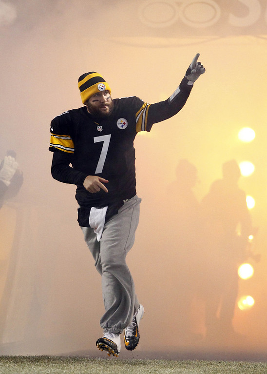. Ben Roethlisberger #7 of the Pittsburgh Steelers is introduced before the game against the Cincinnati Bengals on December 15, 2013 at Heinz Field in Pittsburgh, Pennsylvania.  (Photo by Justin K. Aller/Getty Images)