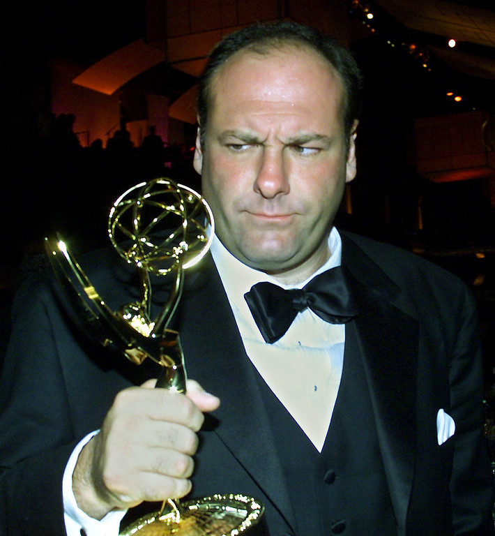 """. US actor James Gandolfini holds his trophy for \""""Lead Actor in a Drama Series\"""" category for his role in \""""The Sopranos\"""" at the Governor\'s Ball post Emmy party at the Shrine Auditorium in Los Angeles, CA 10 September, 2000.  LUCY NICHOLSON/AFP/Getty Images"""