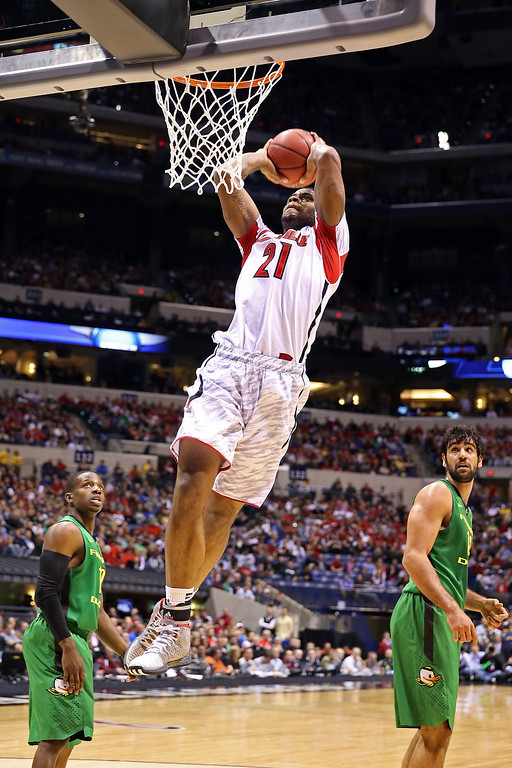 . Chane Behanan #21 of the Louisville Cardinals attempts a dunk against the Oregon Ducks during the Midwest Region Semifinal round of the 2013 NCAA Men\'s Basketball Tournament at Lucas Oil Stadium on March 29, 2013 in Indianapolis, Indiana.  (Photo by Andy Lyons/Getty Images)