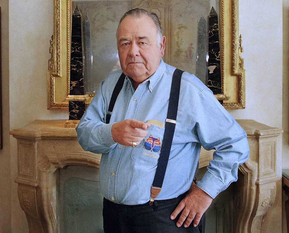. In this May 6, 1997 file photo, comedian Jonathan Winters poses at a hotel in Beverly Hills, Calif. Winters, whose breakneck improvisations inspired Robin Williams, Jim Carrey and many others, died Thursday, April 11, 2013, at his Montecito, Calif., home of natural causes. He was 87.  (AP Photo/Damian Dovarganes)