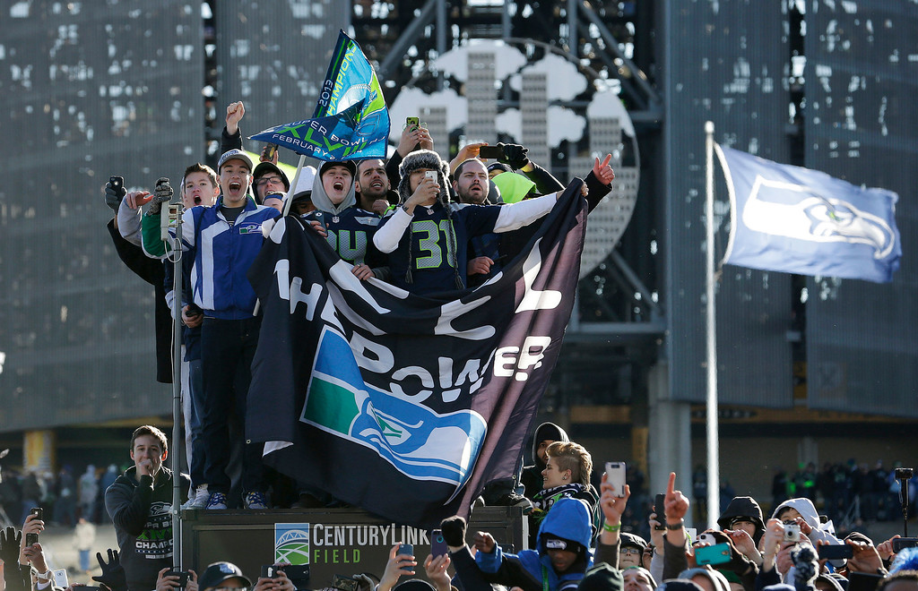 . Seattle Seahawks fans cheer during the parade for the NFL football Super Bowl champions, Wednesday, Feb. 5, 2014, in Seattle.  (AP Photo/Elaine Thompson)