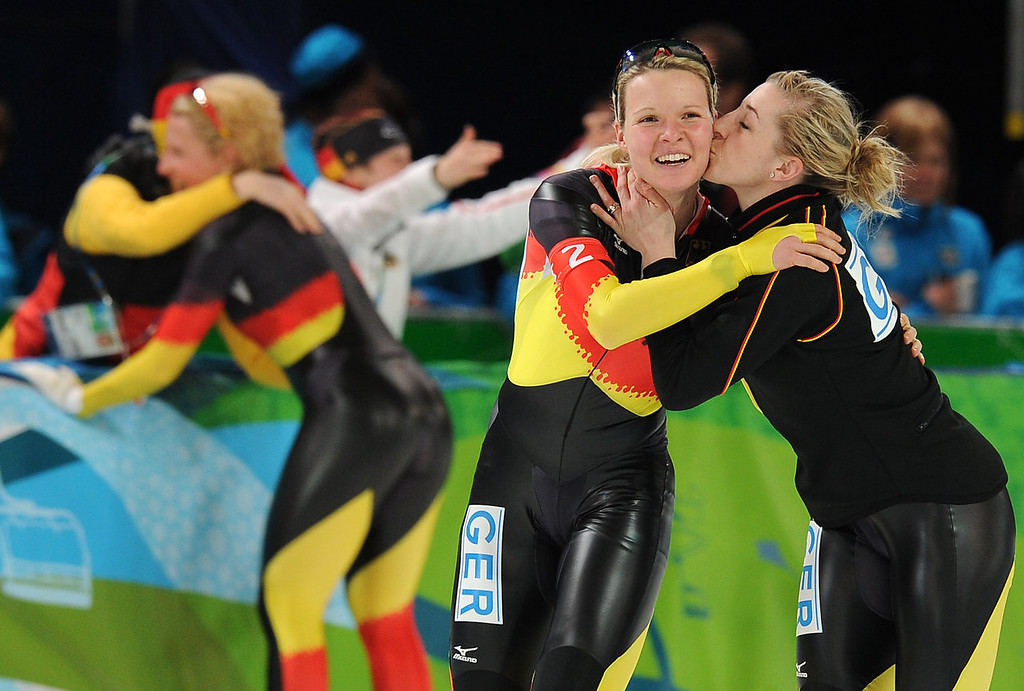 . Germany\'s Anna Friesinger-Postma (R) kisses teammate Stephanie Beckert after the German team won the gold medal in the women\'s 2010 Winter Olympics speedskating team pursuit final A at the Olympic Oval in Richmond, outside Vancouver, on February 26, 2010.            AFP PHOTO/Robyn BECK