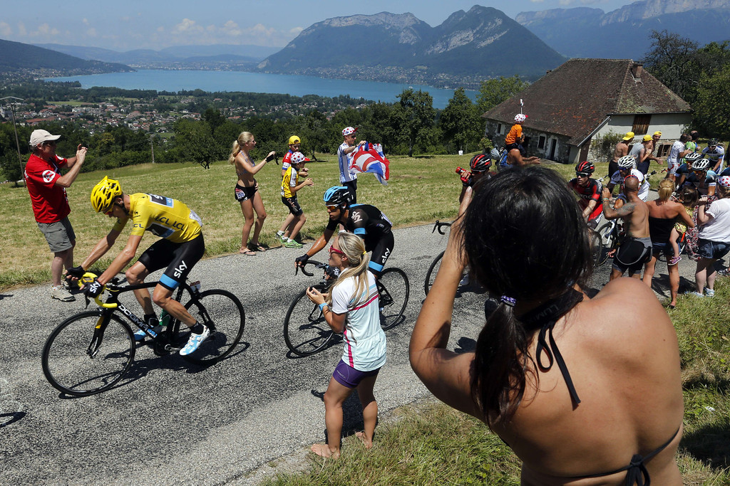 . Overall leader\'s yellow jersey Britain\'s Christopher Froome rides ahead of his teammate Australia\'s Richie Porte during the 125 km twentieth stage of the 100th edition of the Tour de France cycling race on July 20, 2013 between Annecy and Annecy-Semnoz, French Alps.  JOEL SAGET/AFP/Getty Images
