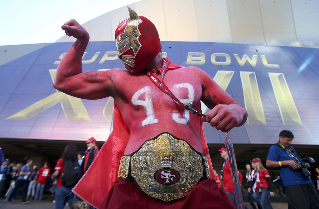 . San Francisco 49ers fan Ramiro Munoz strikes a pose in front of the Superdome before the NFL Super Bowl XLVII football game against the Baltimore Ravens in New Orleans, Louisiana, February 3, 2013. REUTERS/Sean Gardner