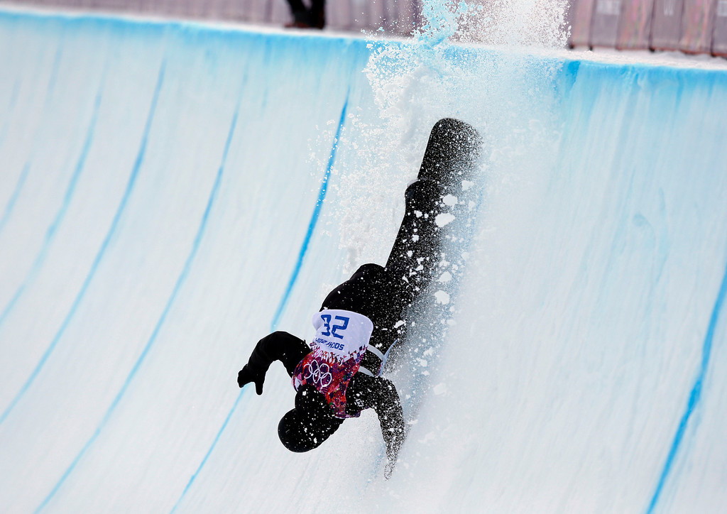 . Switzerland\'s Iouri Podladtchikov falls during the men\'s snowboard halfpipe qualifying at the Rosa Khutor Extreme Park, at the 2014 Winter Olympics, Tuesday, Feb. 11, 2014, in Krasnaya Polyana, Russia. (AP Photo/Andy Wong)