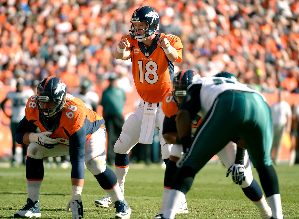 . Denver Broncos quarterback Peyton Manning (18) runs the offense during the second quarter.  (Photo by John Leyba/The Denver Post)