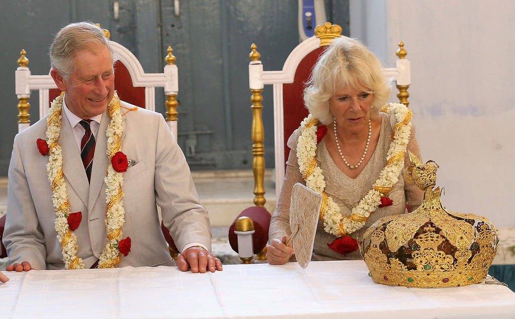 . Prince Charles, Prince of Wales and Camilla, Duchess of Cornwall visit a synagogue on his 65th birthday during a visit to Jewtown on day 9 of an official visit to India on November 14, 2013 in Kochi, India. (Photo by Chris Jackson/Getty Images)
