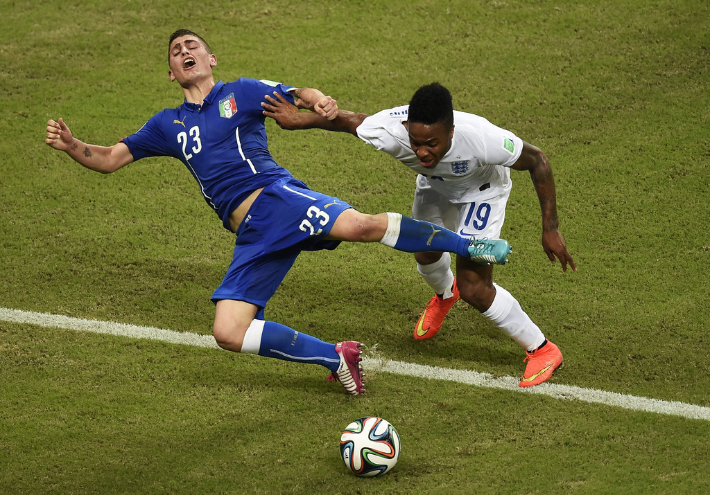 . Italy\'s midfielder Marco Verratti (L) vies with England\'s midfielder Raheem Sterling during a Group D football match between England and Italy at the Amazonia Arena in Manaus during the 2014 FIFA World Cup on June 14, 2014.       AFP PHOTO / ODD ANDERSEN