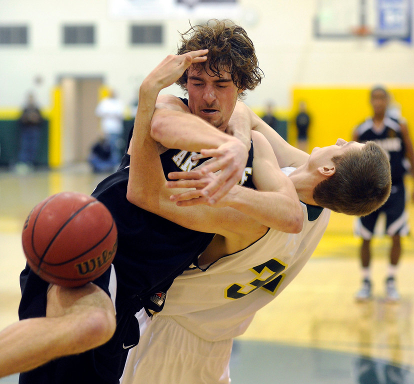 . Arapahoe forward Taven Sparks (15 got tied up with Mountain Vista post David Sewell (32) as they went for a loose ball in the second half. The Mountain Vista High School boy\'s basketball team defeated Arapahoe 69-54 Friday night January 4, 2013.  Karl Gehring/The Denver Post