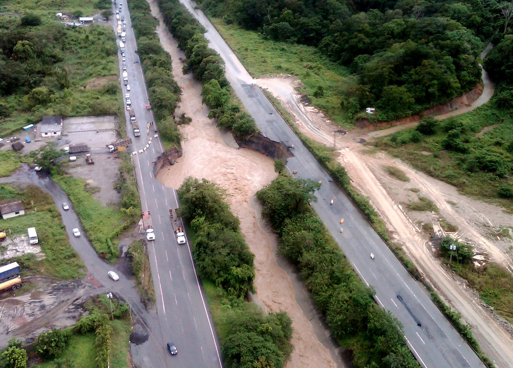 . An aerial view of the damaged Gran Marical de Ayacucho highway in the state of Miranda outside Caracas December 1, 2010. Thousands of Venezuelans fled their homes after landslides and swollen rivers killed at least 21 people and threatened to cause more damage. REUTERS/Miranda Government/Handout