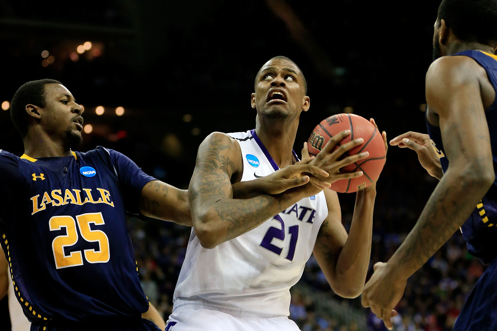 . KANSAS CITY, MO - MARCH 22:  Jordan Henriquez #21 of the Kansas State Wildcats looks to shoot against Jerrell Wright #25 of the La Salle Explorers in the second half during the second round of the 2013 NCAA Men\'s Basketball Tournament at the Sprint Center on March 22, 2013 in Kansas City, Missouri.  (Photo by Jamie Squire/Getty Images)