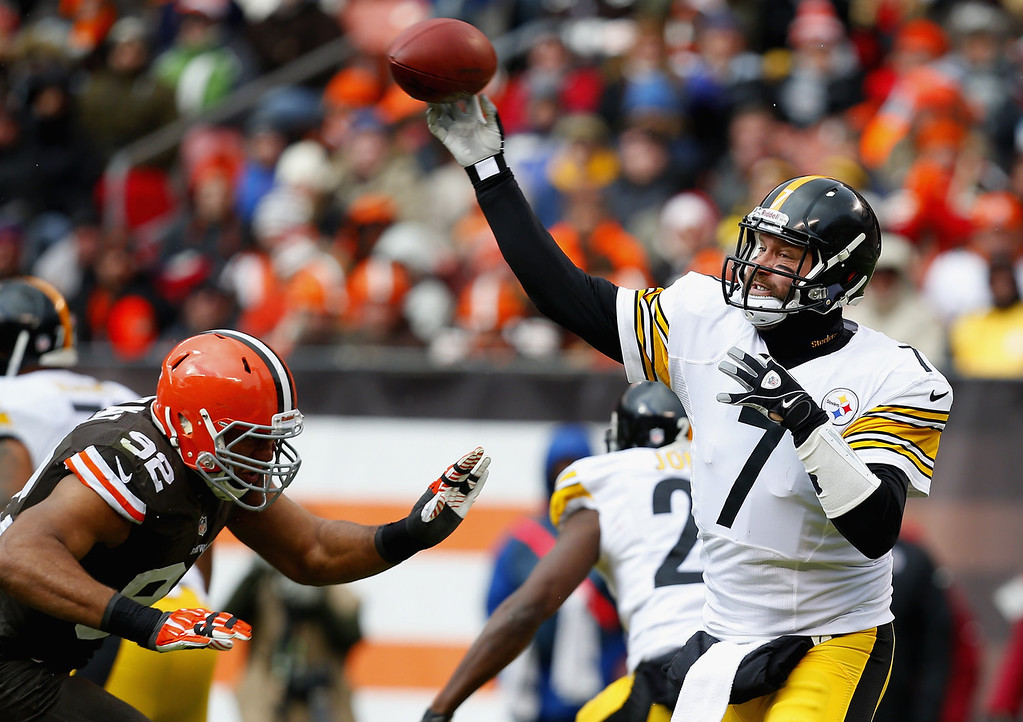 . Quarterback Ben Roethlisberger #7 of the Pittsburgh Steelers throws to a receiver as he is pressured by defensive lineman Desmond Bryant #92 of the Cleveland Browns at FirstEnergy Stadium on November 24, 2013 in Cleveland, Ohio.  (Photo by Matt Sullivan/Getty Images)