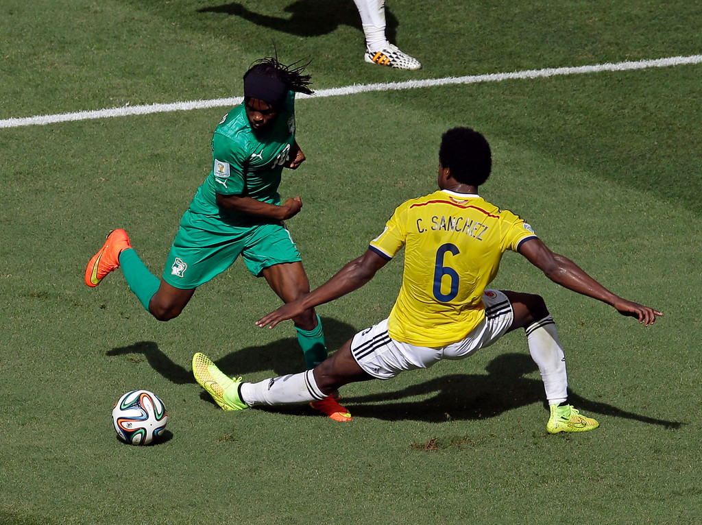 . Ivory Coast\'s Gervinho dribbles past Colombia\'s Carlos Sanchez Moreno before scoring during the group C World Cup soccer match between Colombia and Ivory Coast at the Estadio Nacional in Brasilia, Brazil, Thursday, June 19, 2014.  (AP Photo/Themba Hadebe)