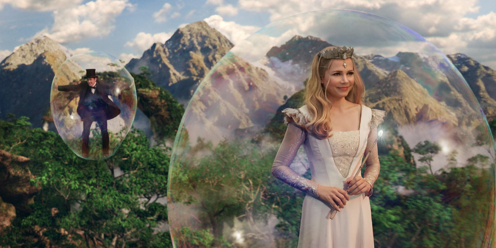 """. \""""OZ: THE GREAT AND POWERFUL\"""" James Franco, left; Michelle Williams, right ©Disney Enterprises, Inc. All Rights Reserved."""