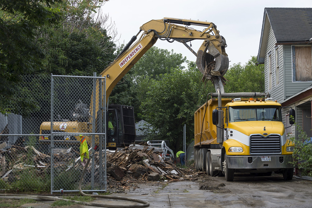 . Demolition crews clean up the remains of Ariel Castro\'s home after it was torn down on August 7, 2013 in Cleveland, Ohio.  (Photo by Angelo Merendino/Getty Images)