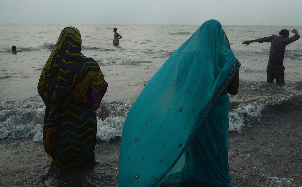 . Indian women offer prayers near the sea front during the \'Chhath Puja\' festival in Mumbai on November 8, 2013.    AFP PHOTO/ PUNIT PARANJPE/AFP/Getty Images