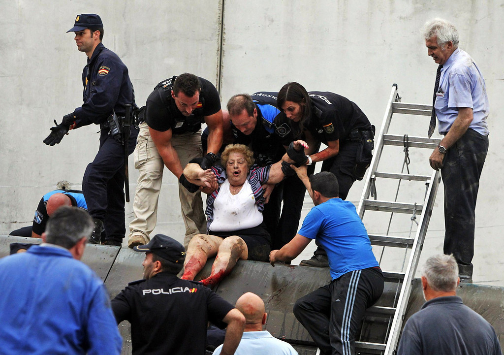 . A picture taken on July 24, 2013 shows Spanish police officers evacuating an injured woman from a derailed car following a train accident near the city of Santiago de Compostela.   AFP PHOTO / LA VOZ DE GALICIA / XOAN A. SOLER / MONICA FERREIROSMONICA FERREIROS,XOAN A. SOLER/AFP/Getty Images