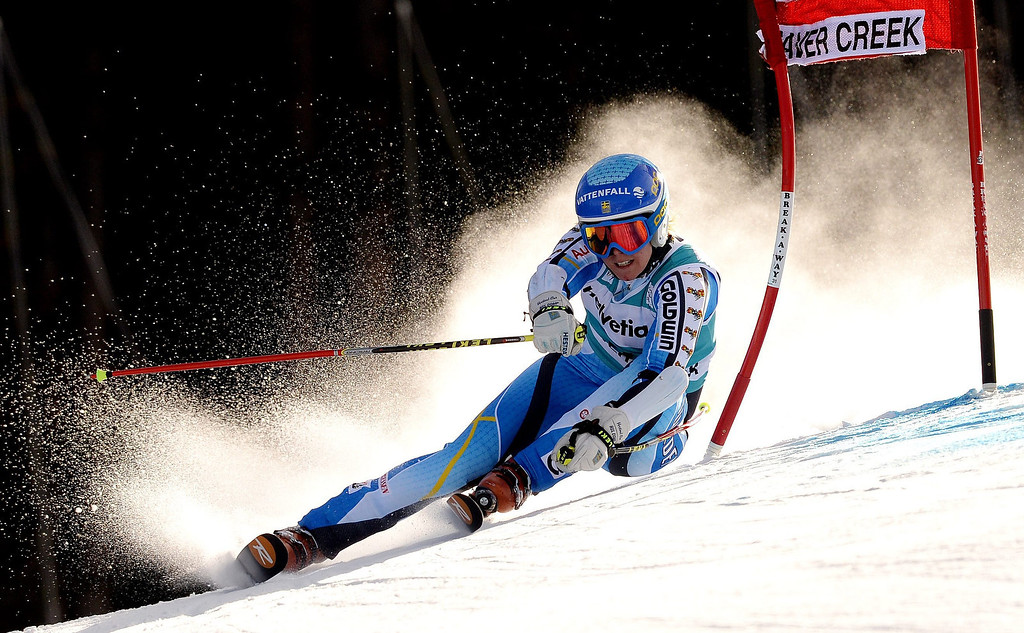 . Skier Jessica Lindell-Vikarby of Sweden takes a turn during the first run of the women\'s Giant Slalom race at the FIS World Cup Alpine Skiing in Beaver Creek, Colorado, USA, 01 December 2013.  EPA/JUSTIN LANE
