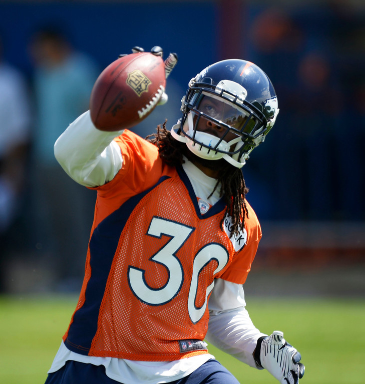 . Denver Broncos David Bruton (30) catches a pass one handed during OTAs June 11, 2014 at Dove Valley. (Photo by John Leyba/The Denver Post)