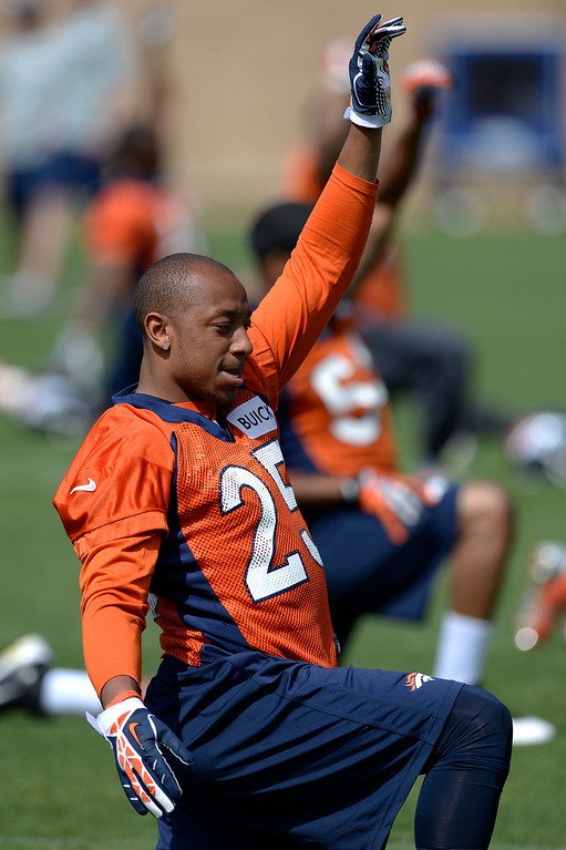 . Denver Broncos CB Chris Harris Jr. (25) stretches before the start of OTAs June 16, 2014 at Dove Valley. (Photo by John Leyba/The Denver Post)