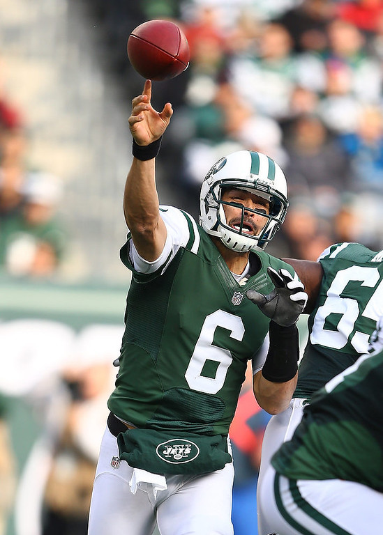 . Mark Sanchez #6 of the New York Jets passes against the Arizona Cardinals during their game at at MetLife Stadium on December 2, 2012 in East Rutherford, New Jersey.  (Photo by Al Bello/Getty Images)