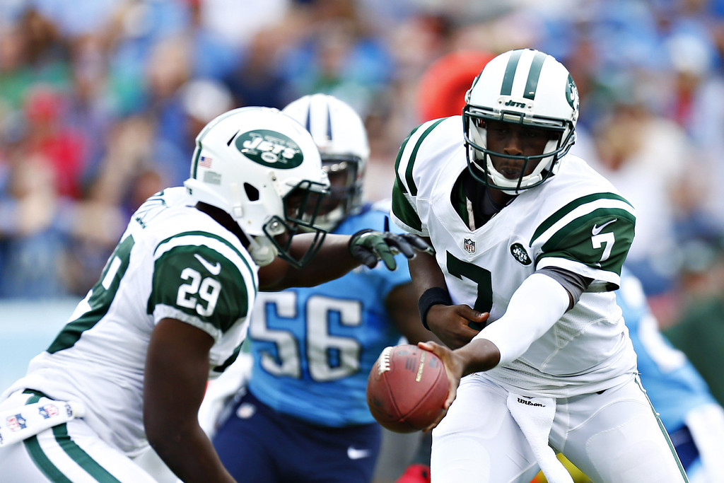 . NASHVILLE, TN - SEPTEMBER 29:  Geno Smith #7 hands off the ball to Bilal Powell #29 of the New York Jets during a game against the Tennessee Titans at LP Field on September 29, 2013 in Nashville, Tennessee.  (Photo by Wesley Hitt/Getty Images)