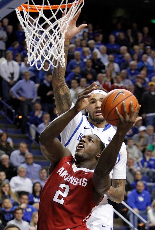 . Arkansas\' Alandise Harris (2) shoots under pressure from Kentucky\'s Willie Cauley-Stein during the second half of an NCAA college basketball game, Thursday, Feb. 27, 2014, in Lexington, Ky. Arkansas won 71-67. (AP Photo/James Crisp)