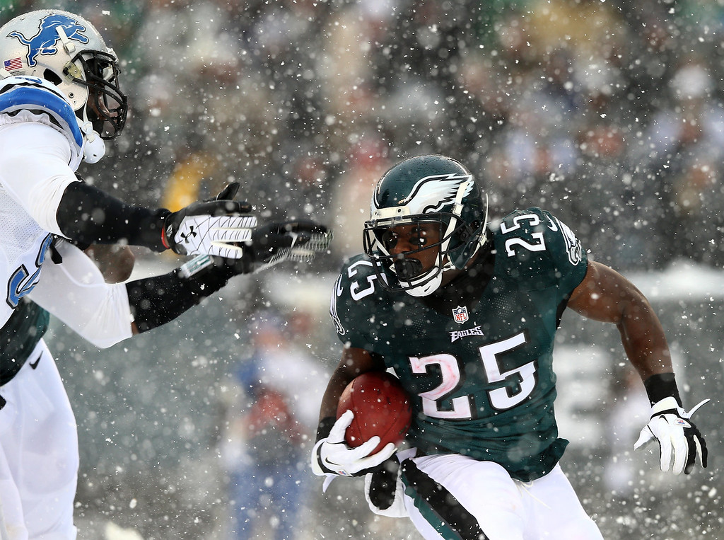 . LeSean McCoy #25 of the Philadelphia Eagles carries the ball in the third quarter against the Detroit Lions on December 8, 2013 at Lincoln Financial Field in Philadelphia, Pennslyvania.  (Photo by Elsa/Getty Images)