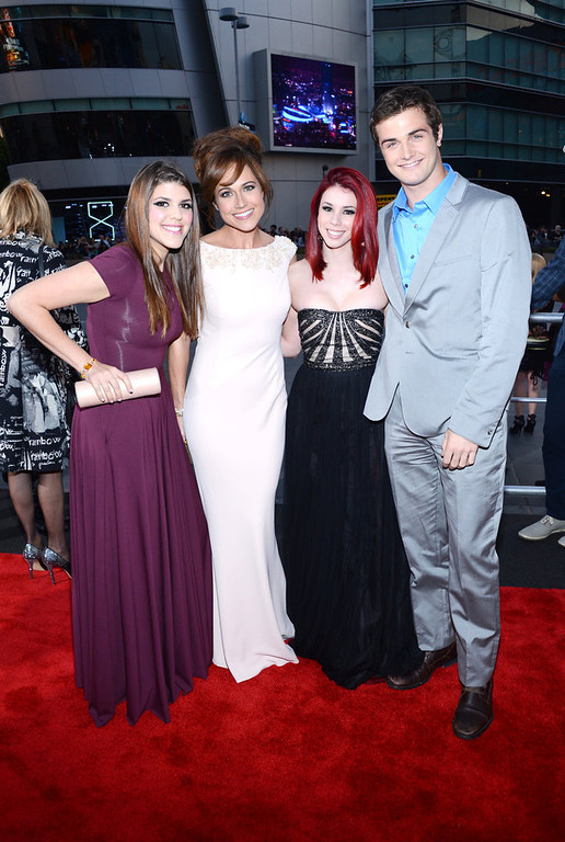 . (L-R) Actors Molly Tarlov, Nikki DeLoach, Jillian Rose Reed Beau Mirchoff attend the 34th Annual People\'s Choice Awards at Nokia Theatre L.A. Live on January 9, 2013 in Los Angeles, California.  (Photo by Jason Kempin/Getty Images for PCA)