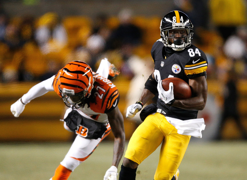. Antonio Brown #84 of the Pittsburgh Steelers heads up field after getting around the tackle of Dre Kirkpatrick #27 of the Cincinnati Bengals after a first quarter reception at Heinz Field on December 15, 2013 in Pittsburgh, Pennsylvania.  (Photo by Gregory Shamus/Getty Images)