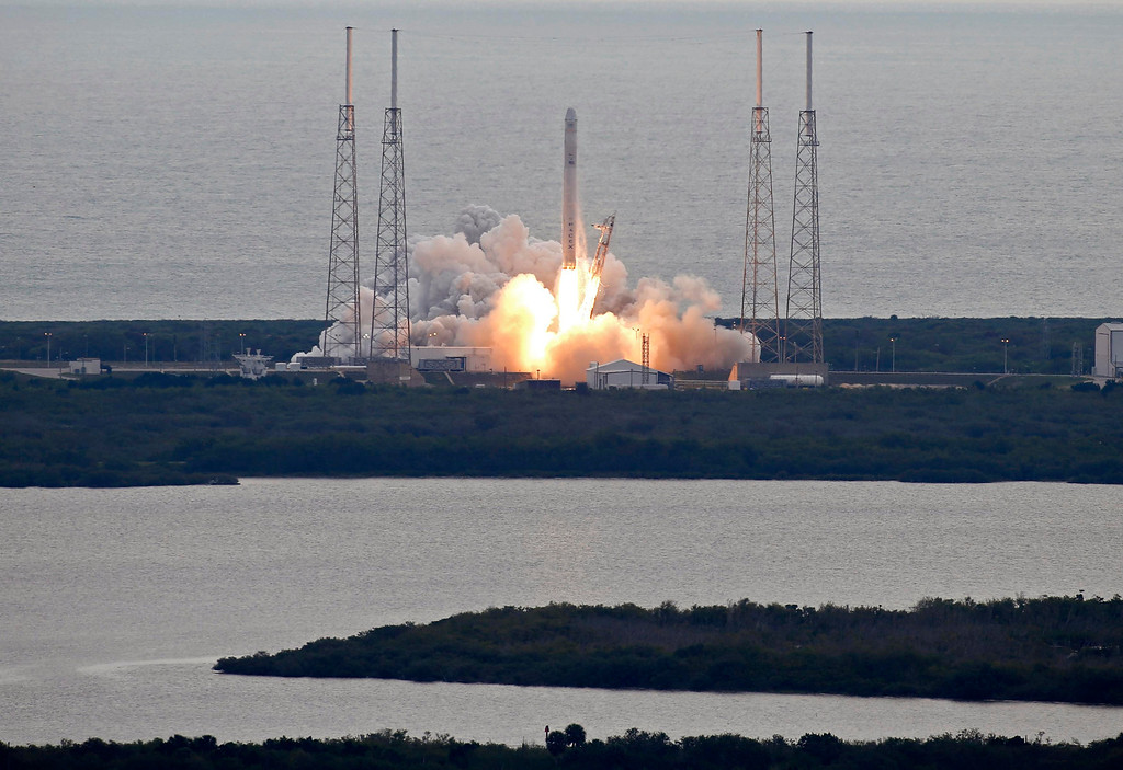 . The SpaceX Falcon 9 rocket with the Dragon capsule, lifts off from the Cape Canaveral Air Force Station on a second resupply mission to the International Space Station in Cape Canaveral, Florida March 1, 2013.  REUTERS/Scott Audette