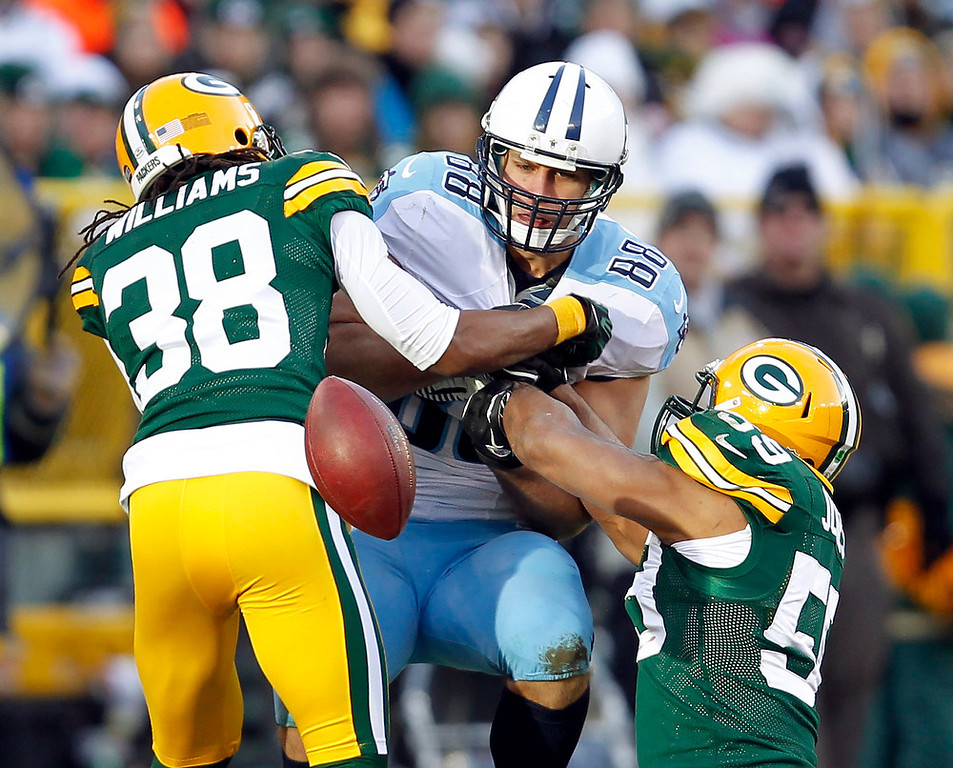 . Green Bay Packers\' Tramon Williams (38) and Brad Jones (59) break up a pass intended for Tennessee Titans\' Craig Stevens (88) during the second half of an NFL football game Sunday, Dec. 23, 2012, in Green Bay, Wis. (AP Photo/Mike Roemer)