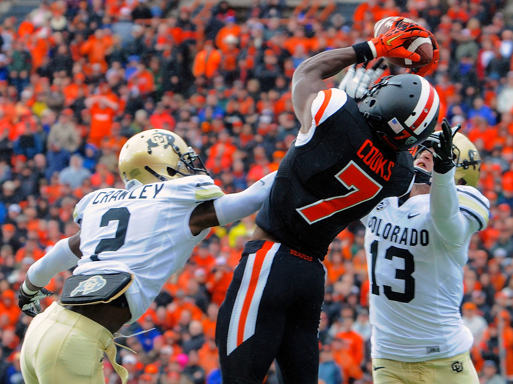. Oregon State\'s Brandin Cooks (7) catches a pass against Colorado\'s Kenneth Crawley (2) and Parker Orms (13) in the first half of an NCAA college football game in Corvallis, Ore., Saturday, Sept 28, 2013. (AP Photo/Greg Wahl-Stephens)